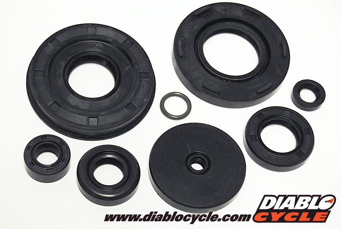 Suzuki GT550 - Engine Oil Seal Kit - 8 piece